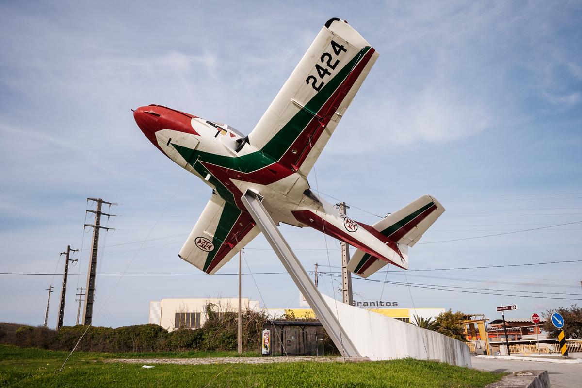 Śladami pomników lotniczych, część 21 – Cessna T-37C Tweet, Sintra, Portugal