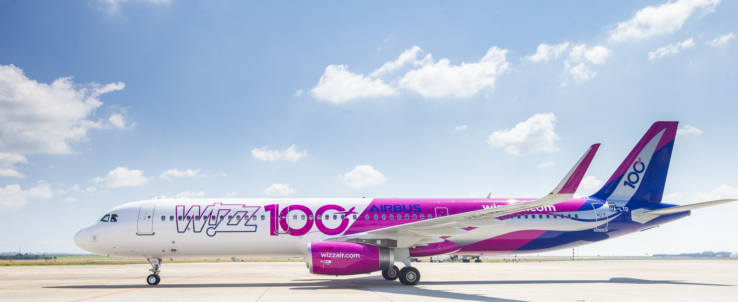 Flota Wizz Air liczy 100 samolotów prezentacja wyjątkowego malowania oraz uruchomienie fundacji WIZZ