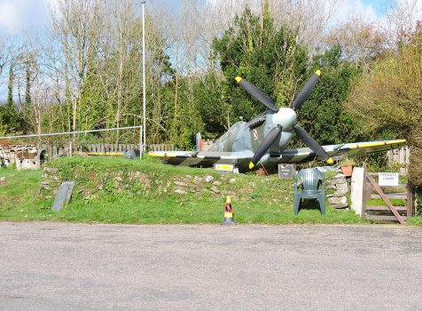 Śladami pomników lotniczych , część 26 – Spitfire (Newquay , Anglia)