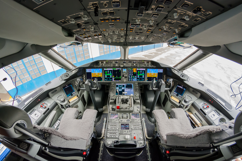 Ponad tysiąc chętnych do pracy pilota LOT-U