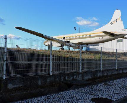 Śladami pomników lotniczych, część 33 – Convair CV-440 (Évora , Portugal)