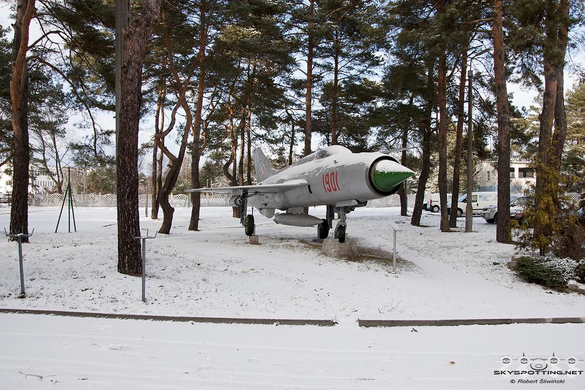 Śladami pomników lotniczych , część 40 – MiG-21PF Fishbed (Mierzęcice , Polska)