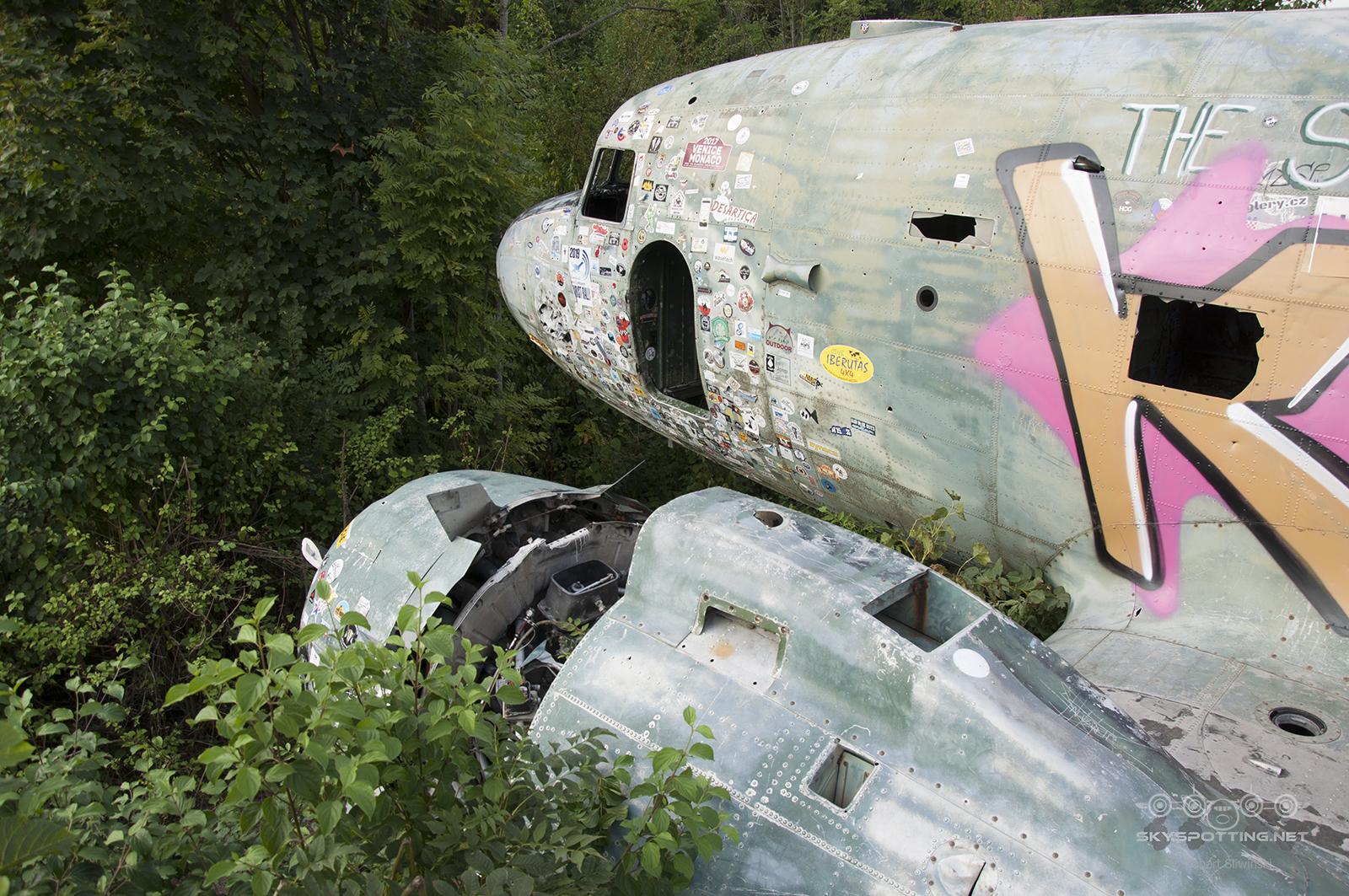 Śladami pomników lotniczych, część 53 – Douglas C-47B Skytrain (Željava, Croatia)