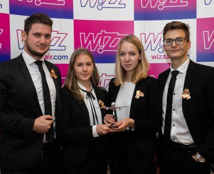 Drużyny studentów z Uniwersytetu Korwina w Budapeszcie i Uniwersytetu Środkowoeuropejskiego zdobyły najwyższą nagrodę za innowacyjną koncepcję zrównoważonego rozwoju – mistrzostwa Wizz Youth Challenge 2019