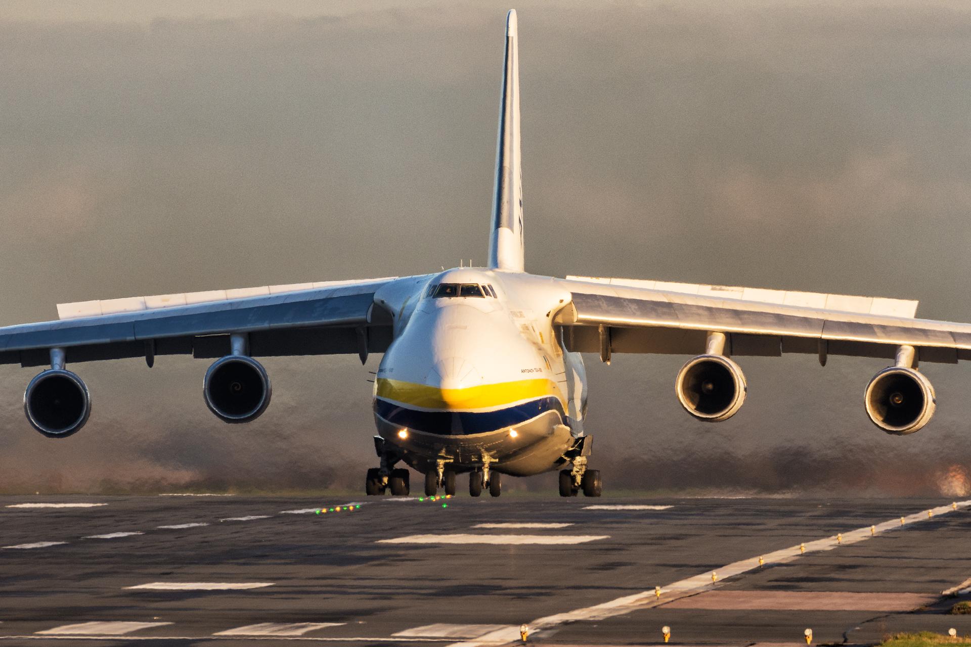 Kolejny An-124 w East Midlands
