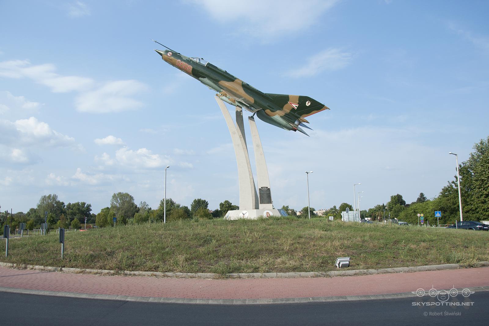 Śladami pomników lotniczych, część 49 – Mikoyan-Gurevich MiG-21 (Kecskemét, Węgry)