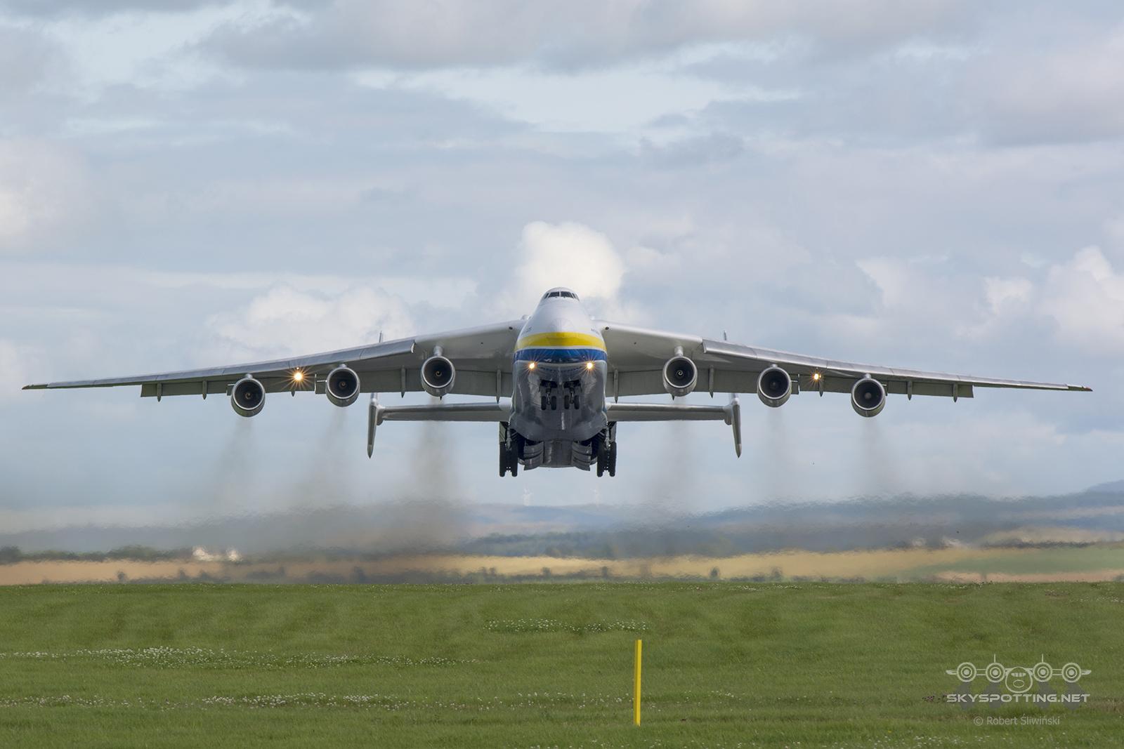 Wizyta Antonova An-225 Mrija na lotnisku Glasgow Prestwick