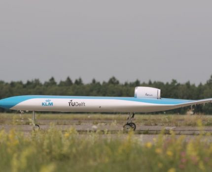 """Model samolotu przyszłości """"Flying-V"""" odbył pierwszy lot testowy"""